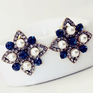 Korean Luxury Pearl Clover Earrings