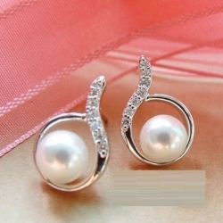 Elegant Diamond Droplets Pearl Earrings