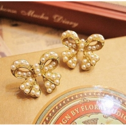 Vintage Bow Pearl Stud Earrings
