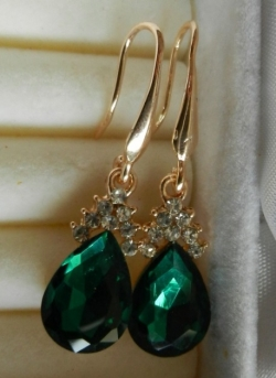 Simple Elegant Diamond Earrings GREEN