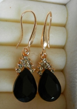 Simple Elegant Diamond Earrings BLACK
