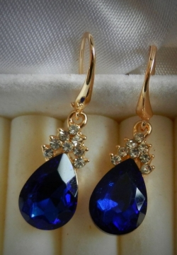 Simple Elegant Diamond Earrings BLUE