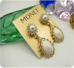 MONET gorgeous earrings